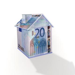 maison formée avec des billets