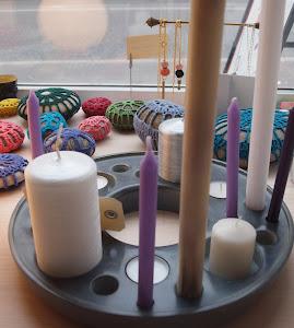 """Lysestage i marmor """"designpris 2012""""Sæt lysene lige som du har lys til, Pris kr. 699,-"""