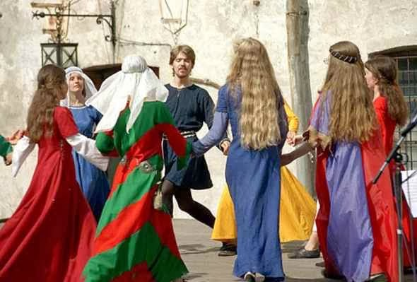 Medieval music and dances in Mir Castle