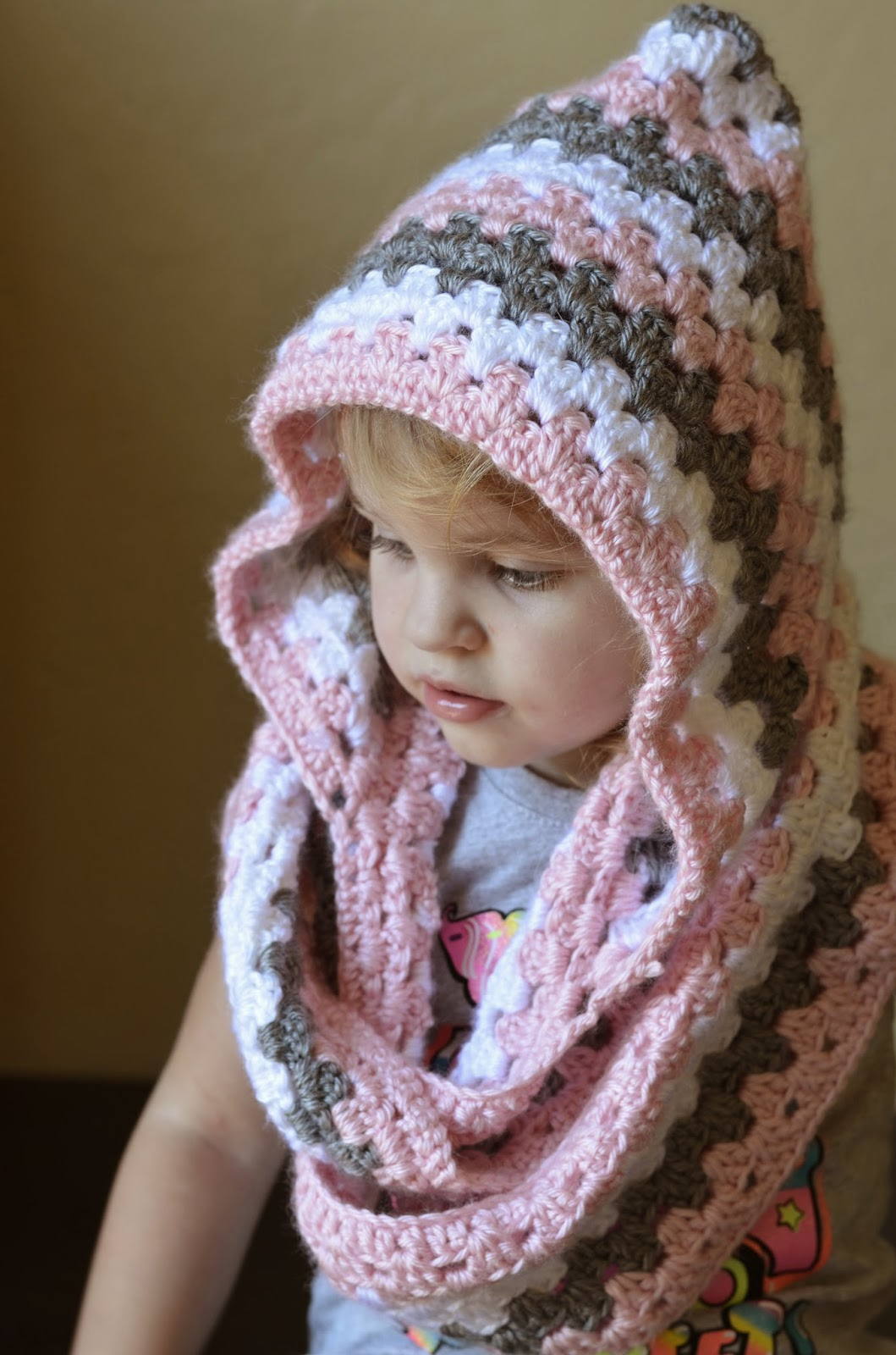 Free Crochet Pattern Toddler Hooded Cowl : Everyday Everetts: Toddler girls hooded cowl.