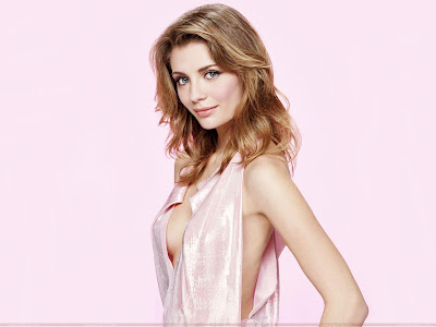 mischa_barton_hot_wallpaper_in_pink_sweetangelonly.com