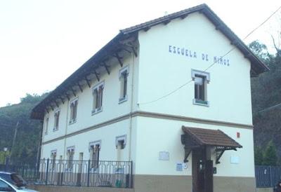 Mieres, Bustiello, escuelas