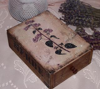 Деревянный короб для хранения трав