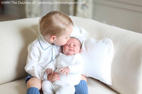 Príncipe George e princesa Charlotte 02