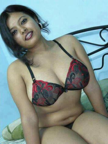 Hot Sey Mallu Girls Show Bra Spicy Pictures