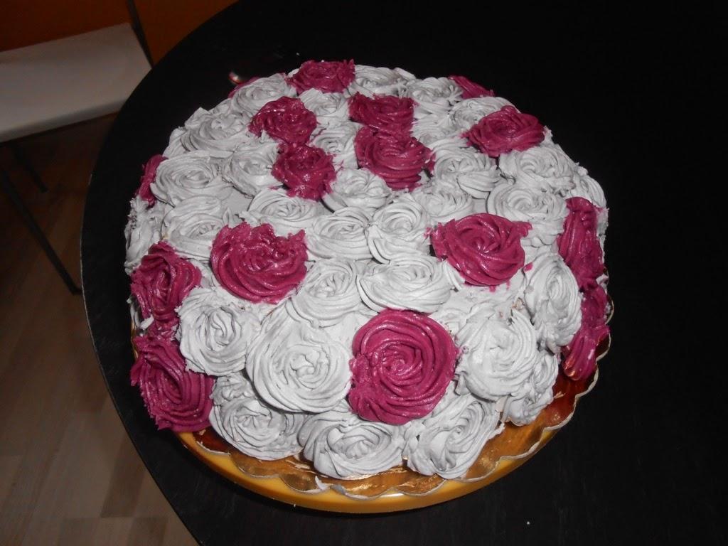 torta decorata con le rose