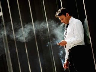 Cigarro pode afetar o desempenho no ambiente de trabalho