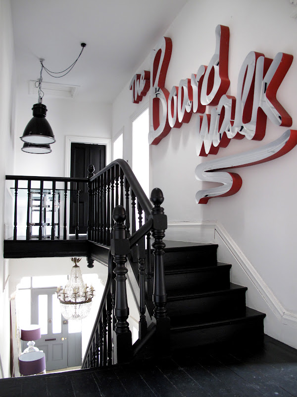 Vosgesparis really cool stairs with an industrial workspace - Letras decoracion vintage ...