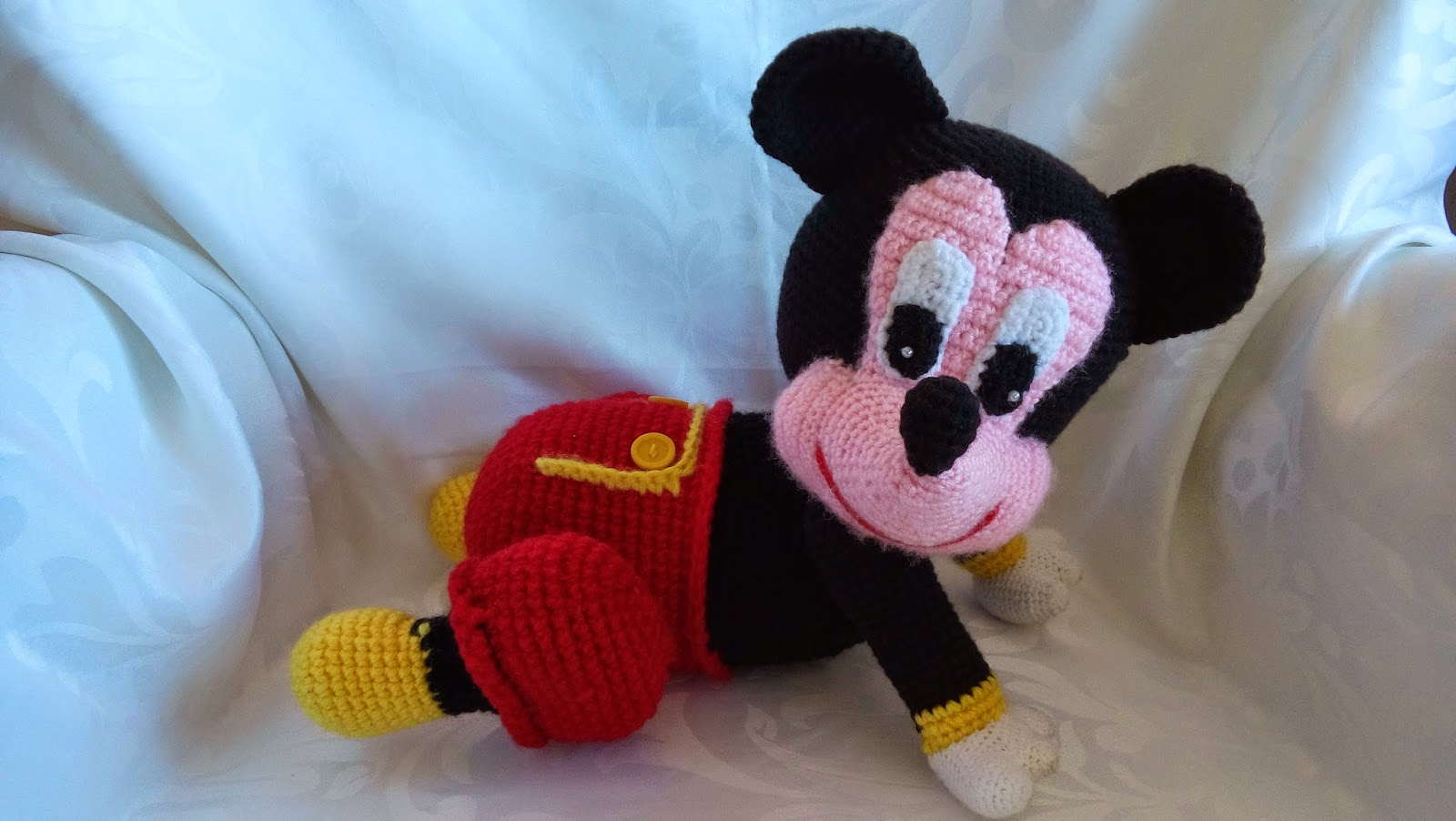 Tutorial Amigurumi Mickey Mouse : Canal crochet mickey mouse
