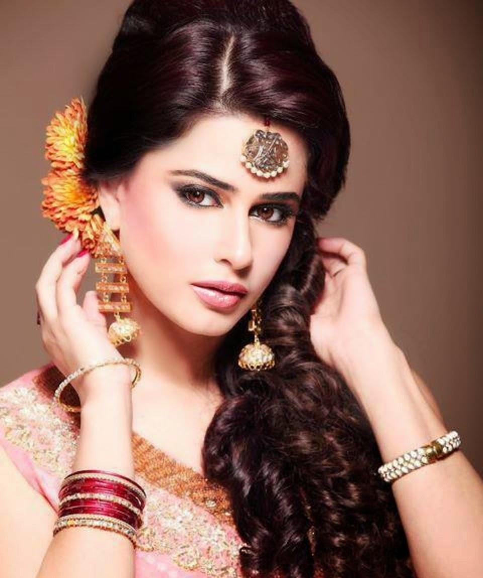 Прически индийских женщин фото