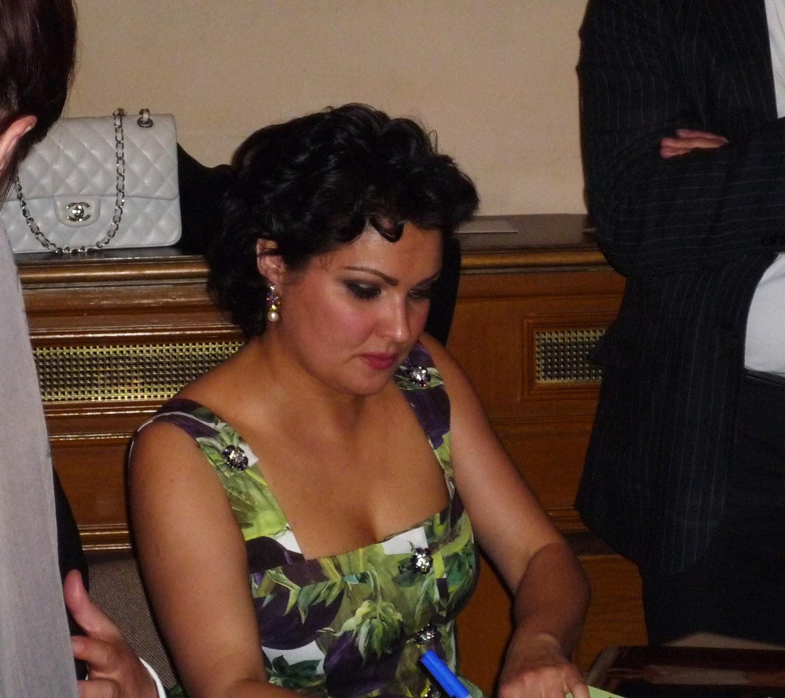 http://1.bp.blogspot.com/-Sf-e6XFKXS0/T6f24zvcC1I/AAAAAAAAF4w/IZX3Nb0ZwFA/s1600/Wien+Anna+Liederabend+025.JPG