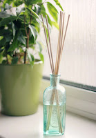 http://moralfibres.co.uk/homemade-reed-diffuser-diy/