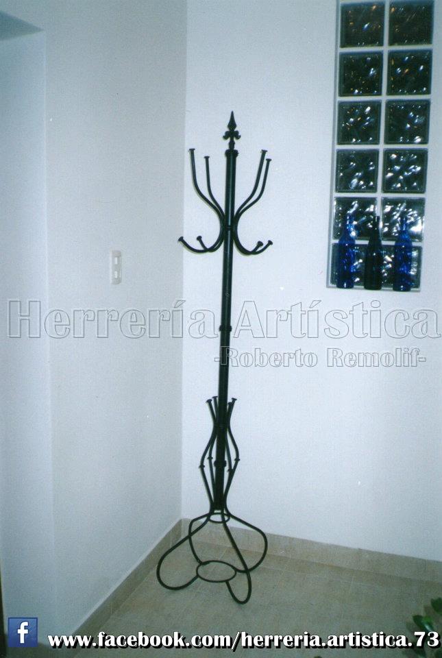 Perchero detallado de hierro herrer a art stica for Bancas para jardin de herreria