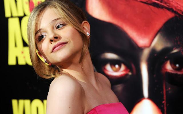 """<img src=""""http://1.bp.blogspot.com/-Sf7xl1M1OfY/Uf_OHnVmbyI/AAAAAAAADNw/NwRRgTzCpkc/s1600/chloe_moretz_kiss_ass_premiere-wide.jpg"""" alt=""""Chloe Moretz sexy wallpaper"""" />"""