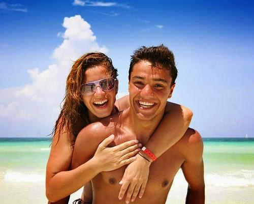أشعة الشمس تزيد الخصوبة عند الرجل  - اجازة الاجازة الطبيعه رجل امرأة شاطىء البحر - man woman holiday vacation week end