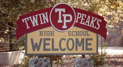 ARRIVANTS - 4/4 libres 049-Twin-Peaks-High-School