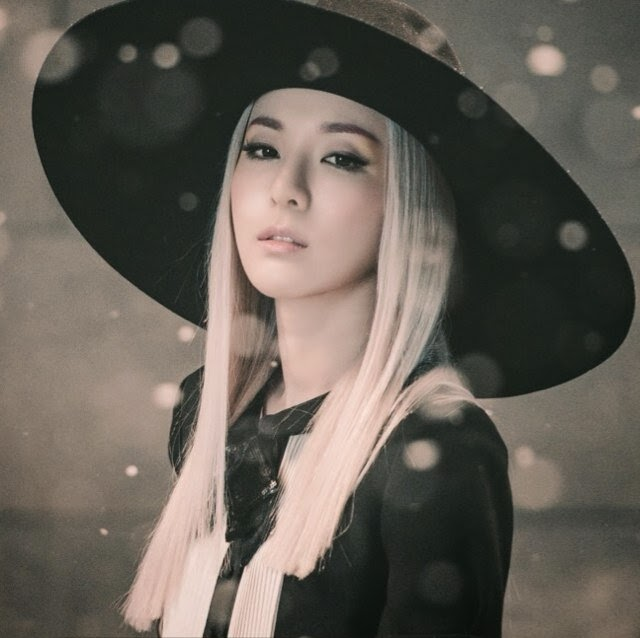 2NE1's Dara takes a shot with her 'baby' | Daily K Pop News