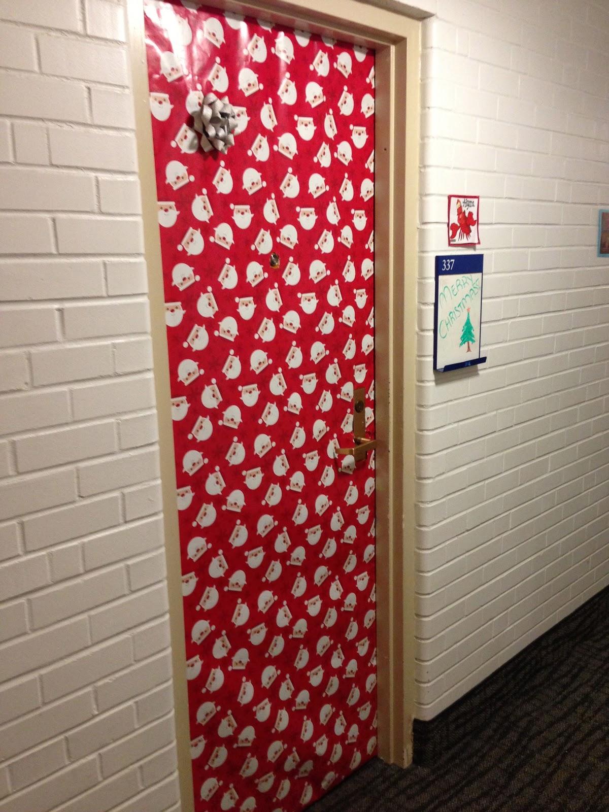 Christmas dorm door decorations - Dorm Door Present