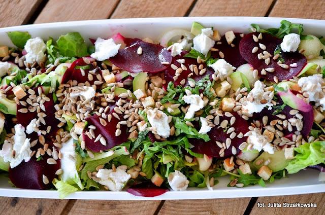 warsztaty kulinarne , fit&easy , sałata , mieszanki sałat , zielenina , samo zdrowie , najlepsze przepisy , najsmaczniejsze dania , domowe jedzenie , blogerzy razem , sałatka z mozarellą i buraczkiem