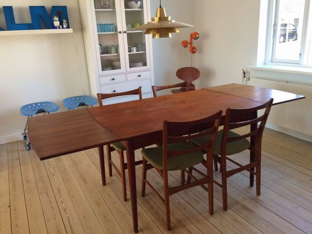 Retro furniture: teak spisebord med hollandsk udtræk
