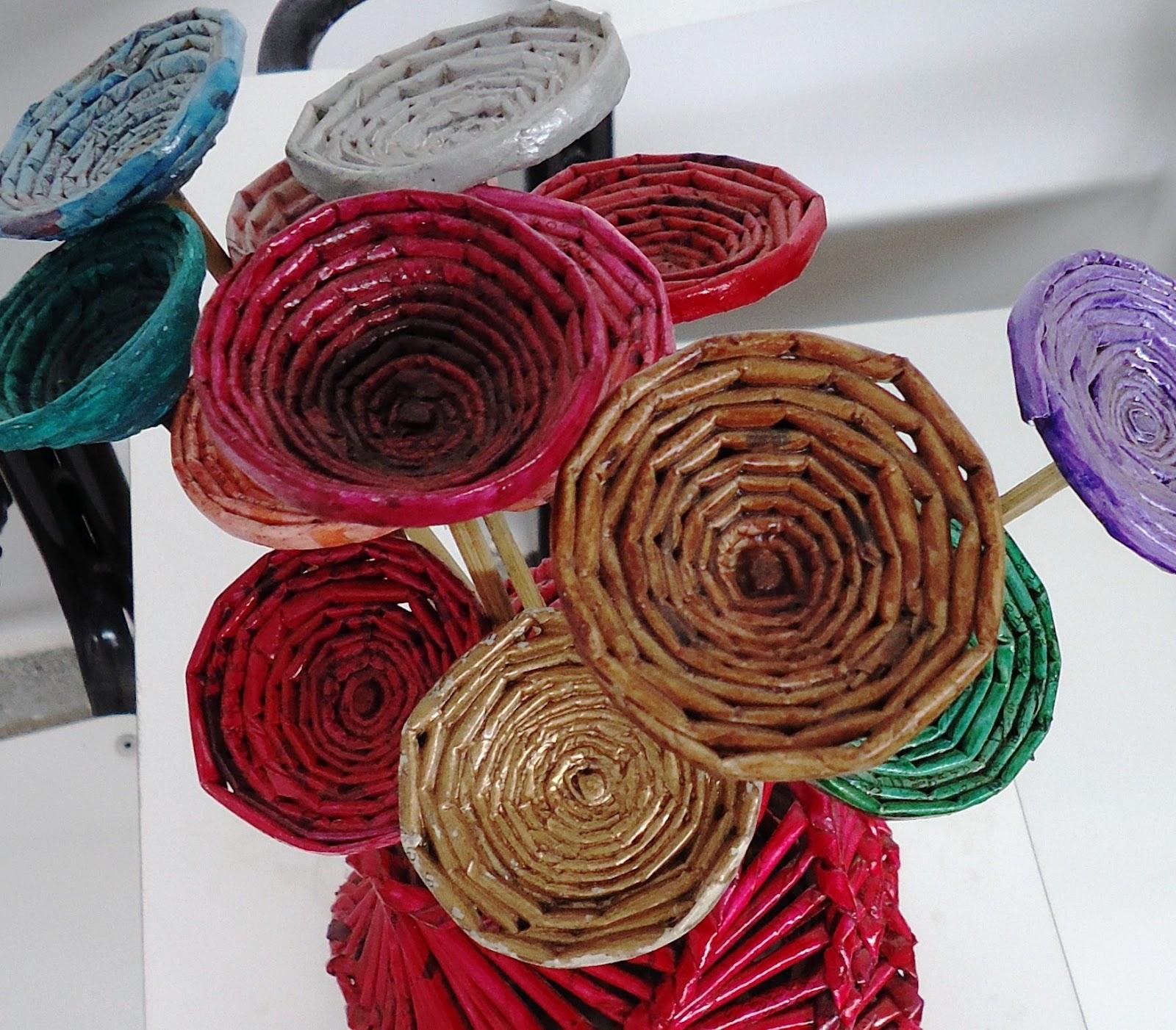 Armario Escobero Ikea ~ ReSignificArt Artesanato Reciclável Flores (Flores de Jornal)