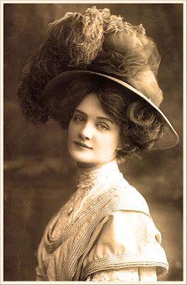 imagen vintage dama victoriana en sepia