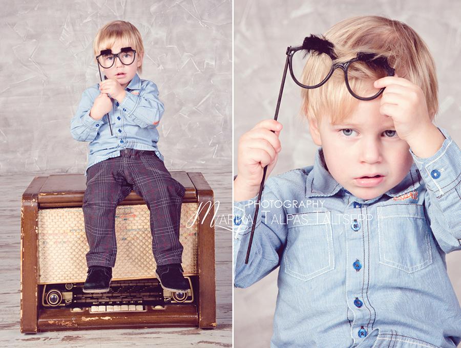 poiss-istub-raadiol-prillidega