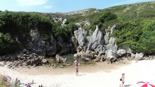 Pantai Gulpiyuri, Pesona Wisata Unik Di Spanyol [ www.BlogApaAja.com ]