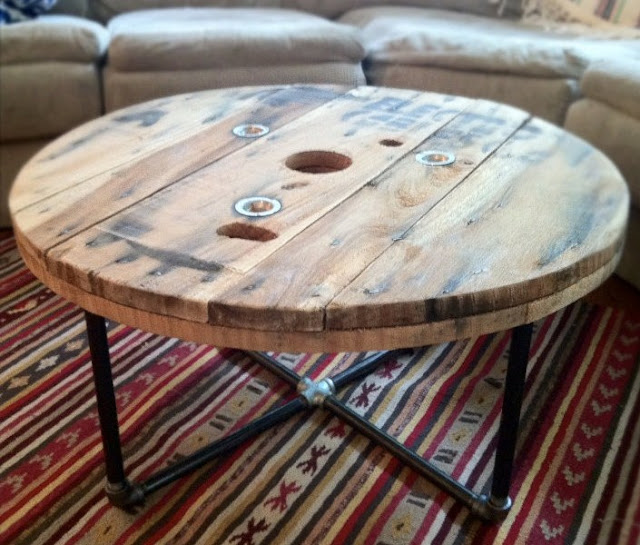Diy unique round coffee tables from recycled materials for Cool coffee tables diy