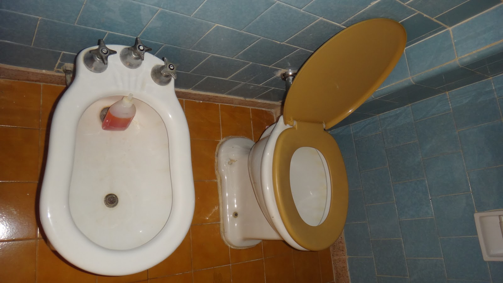 é do espelho que fica na porta estava todo enferrujado e sujo #6E4114 1600x900 Antes E Depois De Um Banheiro
