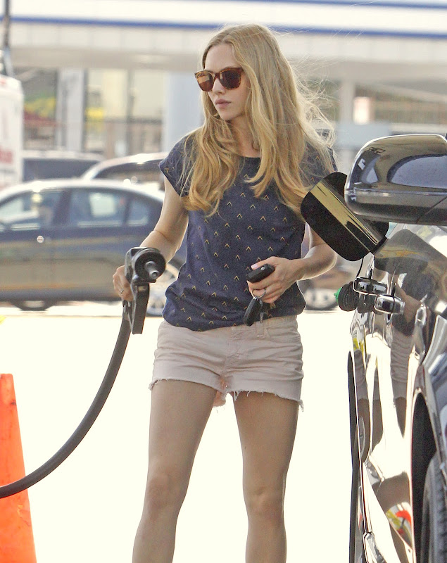 Amanda Seyfried wearing short at a gas station