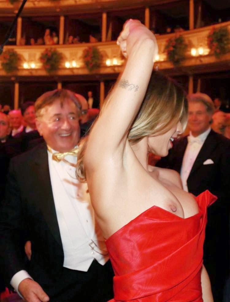 Elisabetta Canalis nips slip