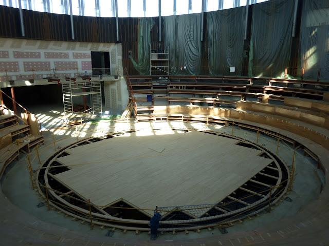 AASB visita CREAA. Interior del Circo. Gradas y foso
