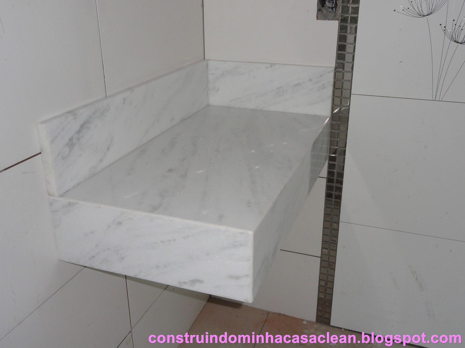 Minha bancada branquinha!! Foram 10 cm de saia e 10 cm de espelho o  #9E2D9C 1600x1200 Bancada De Banheiro Em Marmore Carrara