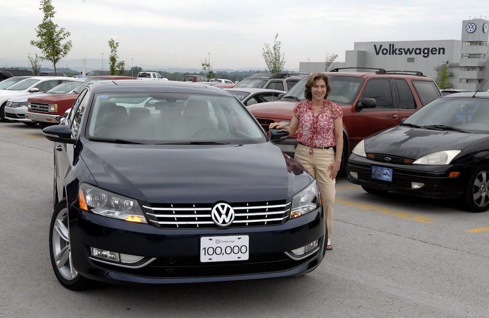 Volkswagen Chattanooga builds 100,000th Passat