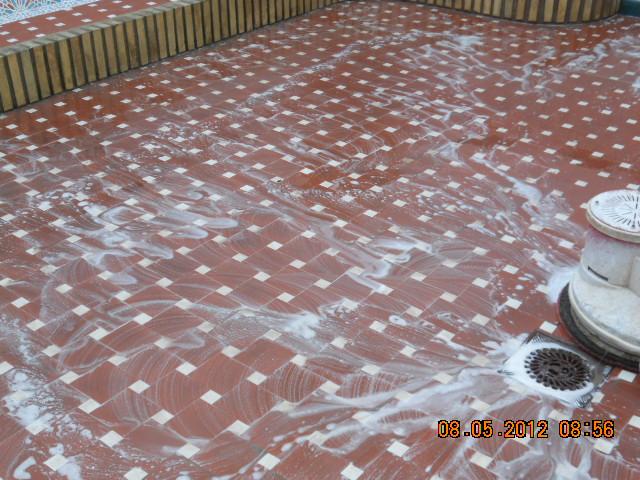 Limpiando suelo de barro cocido for Suelo marmol rojo