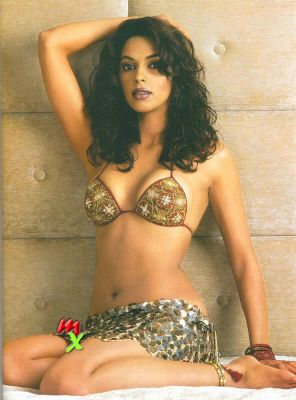 Mallika sherawat in hot bikini money