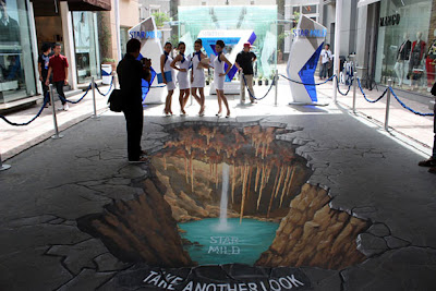 3 d street painting - sidewalk art illusions - manfred