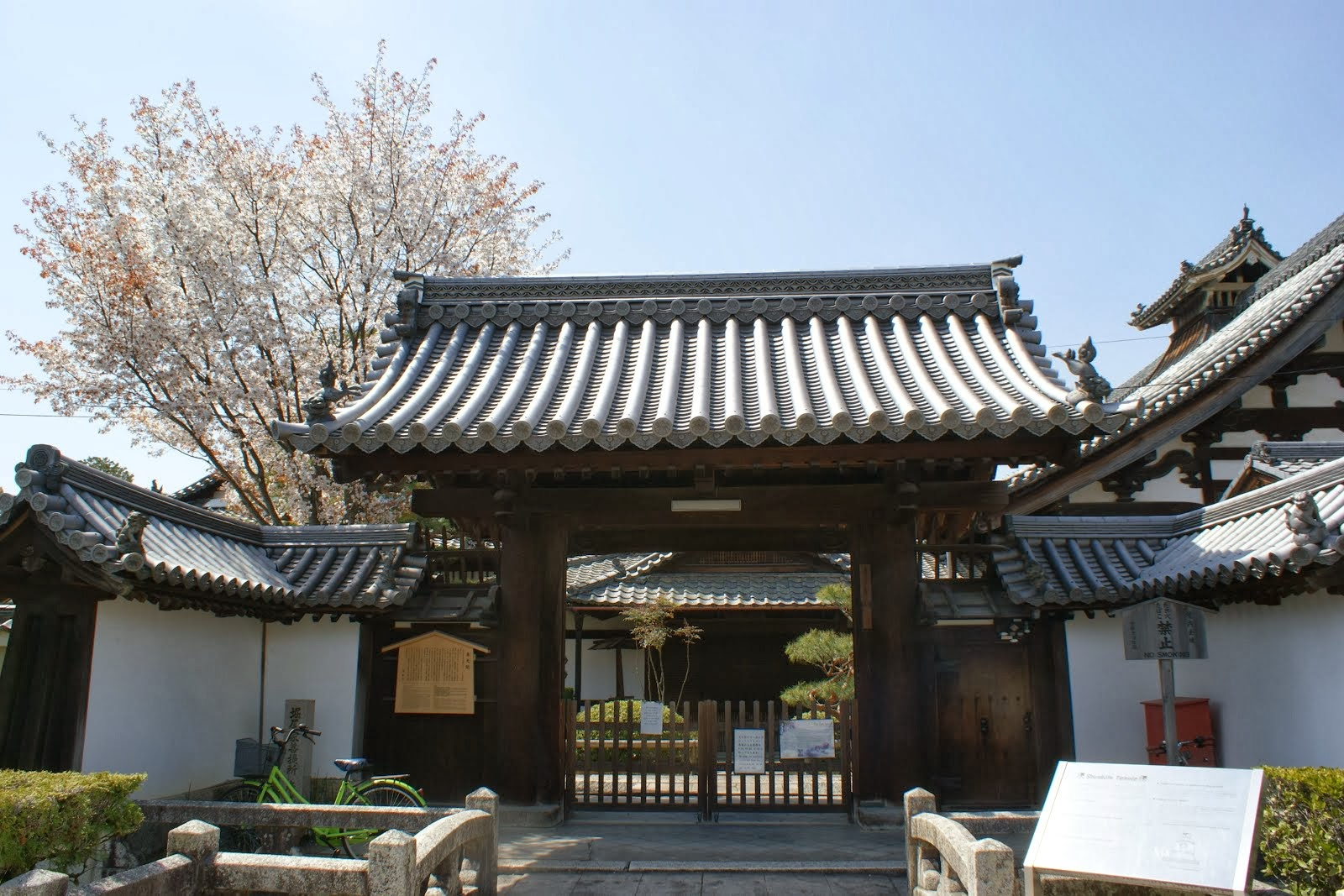 Shunkoin Temple's Main Gate