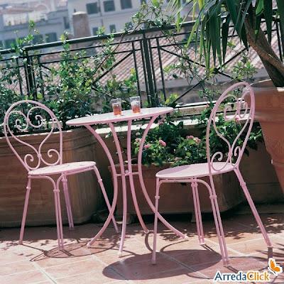 ... Einem Klappbaren Modell Aber Auch In Einem Bequemeren Mit Armlehnen  (auf Diesem Bild Kombinieren Pigalle Gartenstühle Zusammen Mit Pigalle  Gartentisch, ...