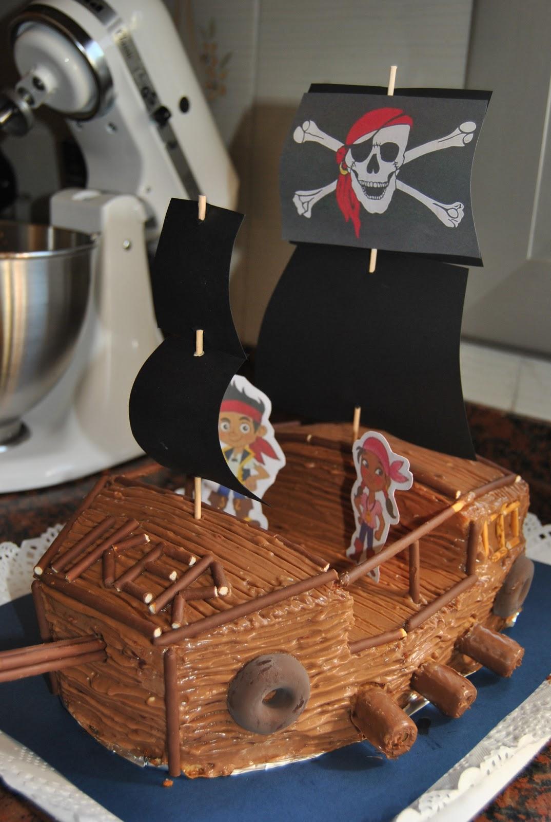Rosarillo Muchamarcha: Tarta barco pirata para uno de mis chicos
