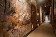 . nos grafites, desenhos e pichações encontradas nas paredes do próprio .