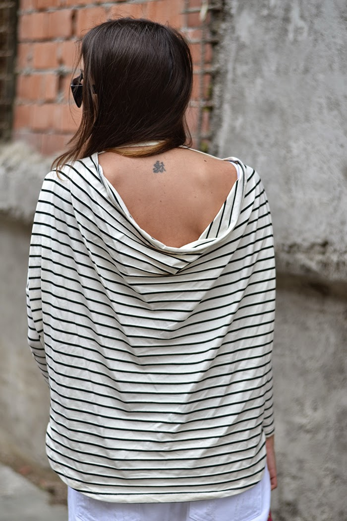 maglia righe scollo schiena