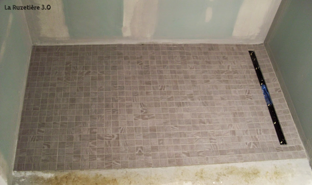 La ruzeti re 3 0 maison ossature bois rt 2012 poursuite des finitions for Carrelage pour douche a l italienne