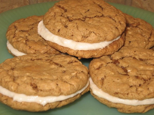 Coleen's Recipes: CHEWY OATMEAL WHOOPIE PIES