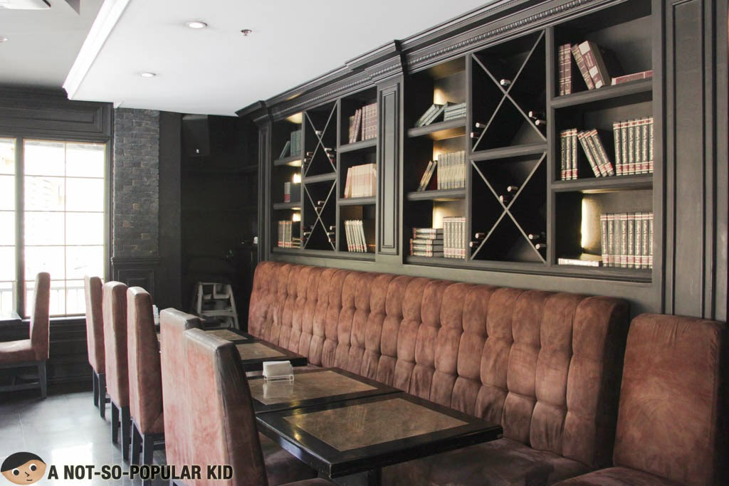 Old-Fashioned Ambiance in Dillingers 1903 of Greenbelt, Makati