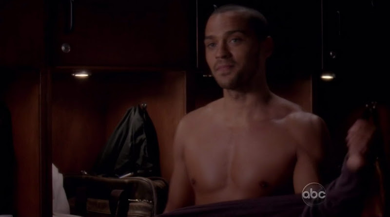 Jesse Williams Shirtless on Grey's Anatomy s7e14