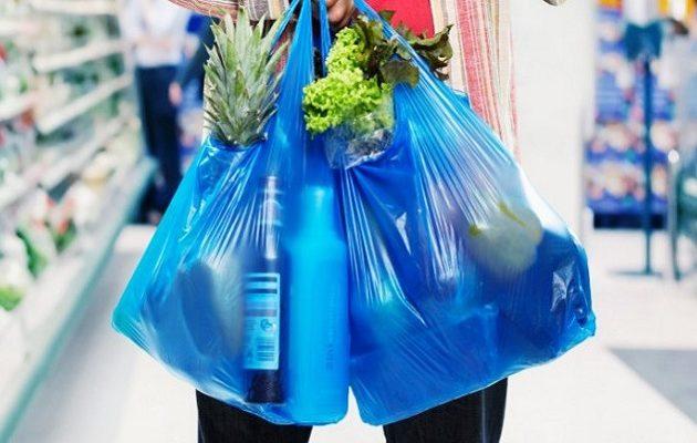 Πόσο θα χρεώνονται οι πλαστικές σακούλες – Τι αλλάζει στους πάγκους των Σούπερ Μάρκετ