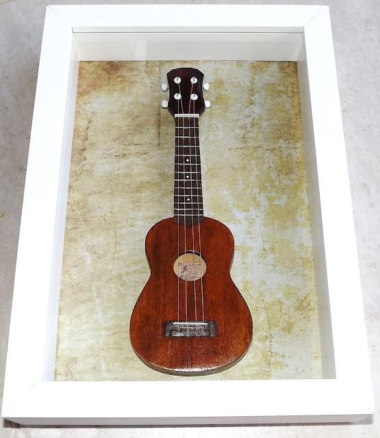 mini ukulele