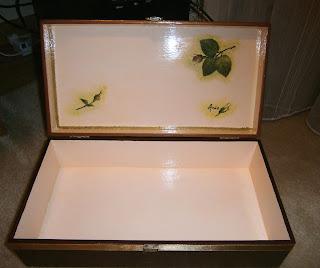 Szkatułka, skrzyneczka ozdobiona decoupage, brązowa z motywem róż